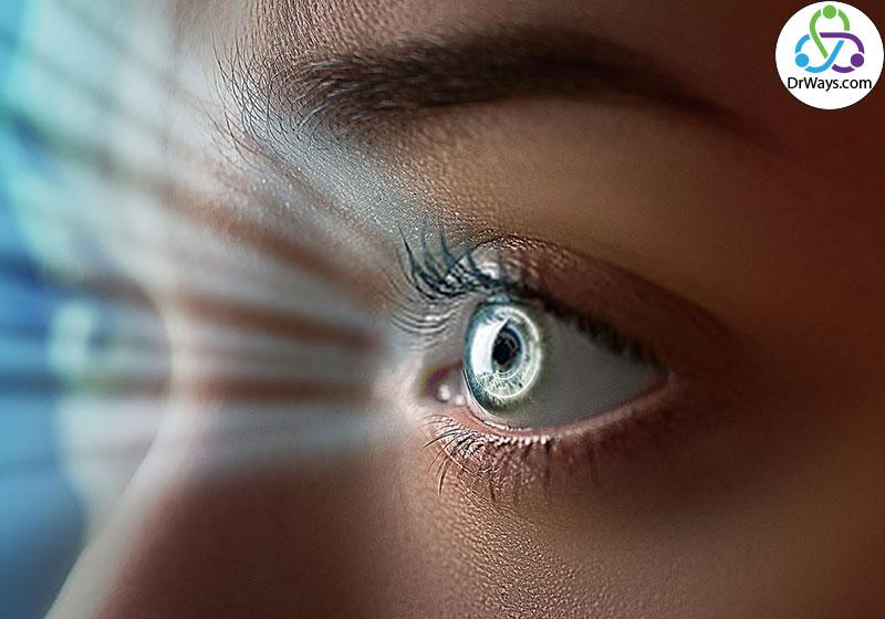 برای تقویت مهارتهای ارتباطی ارتباط چشمی مناسب را حفظ کنید